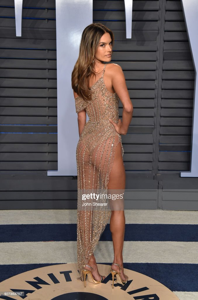 Model Alessandra Ambrosio attends the 2018 Vanity Fair Oscar Party hosted by Radhika Jones at Wallis Annenberg Center for the Performing Arts on March 4, 2018 in Beverly Hills, California.