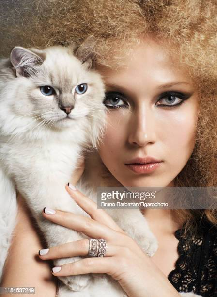 Model Alexandrina Turcan is photographed with her cat Nadège for Madame Figaro on December 7 2017 in Paris France Body rings Makeup by Chanel...