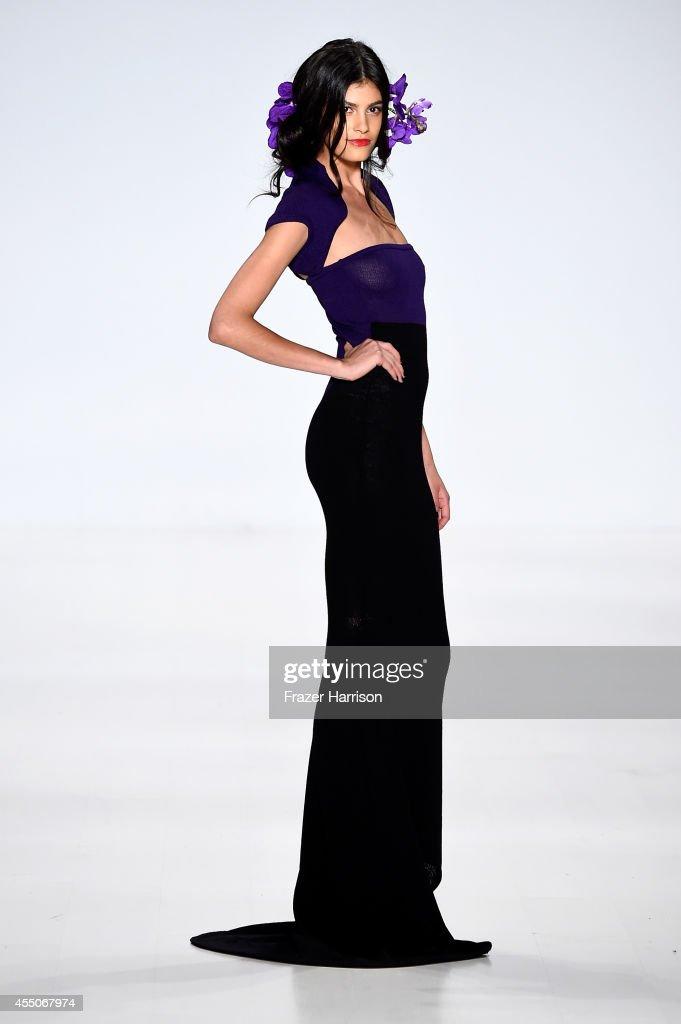 Zang Toi - Runway - Mercedes-Benz Fashion Week Spring 2015 : Nachrichtenfoto