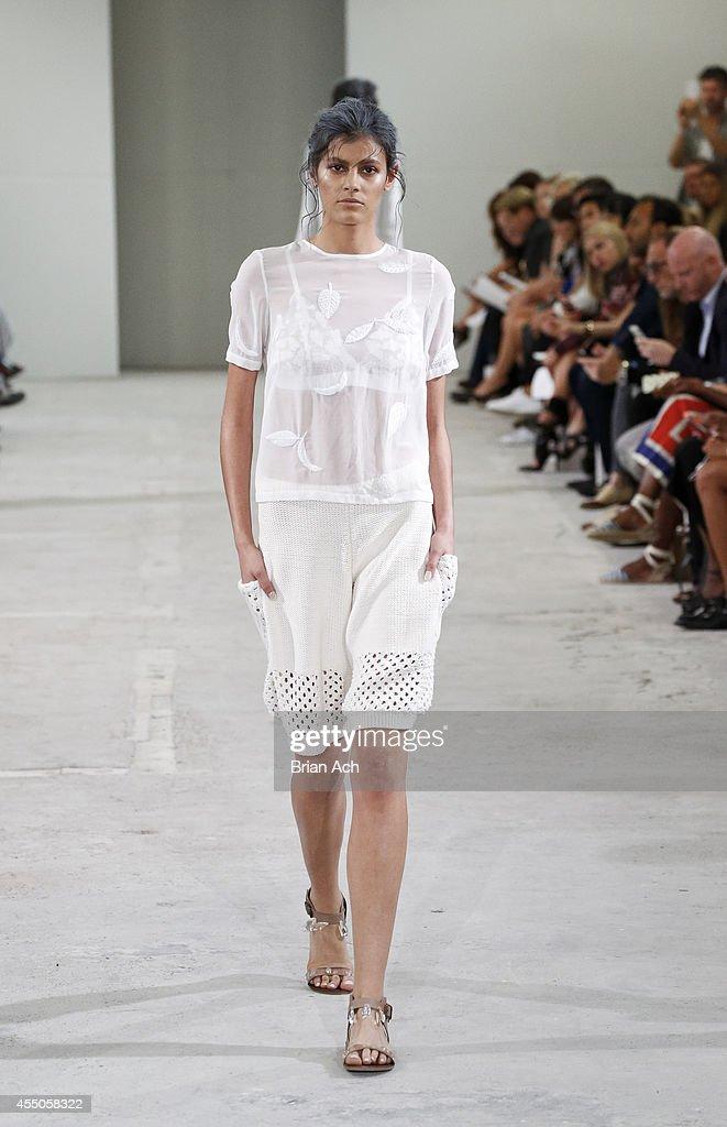 Azede Jean-Pierre - Runway - Mercedes-Benz Fashion Week Spring 2015 : Nachrichtenfoto