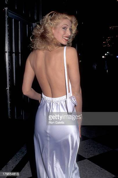 Model Amber Smith attends the American Museum of the Moving Image Salute to Robin Williams on February 23 1995 at the WaldorfAstoria Hotel in New...