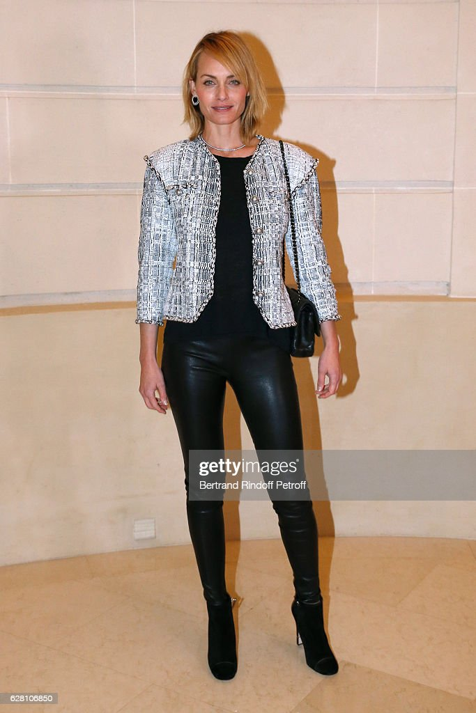 Model Amber Valletta attends the 'Chanel Collection des Metiers d'Art 2016/17 : Paris Cosmopolite'