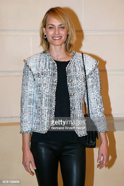 Model Amber Valletta attends the Chanel Collection des Metiers d'Art 2016/17 Paris Cosmopolite Photocall at Hotel Ritz on December 6 2016 in Paris...