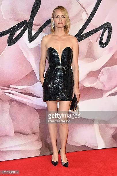 Model Amber Valletta attends The Fashion Awards 2016 on December 5 2016 in London United Kingdom