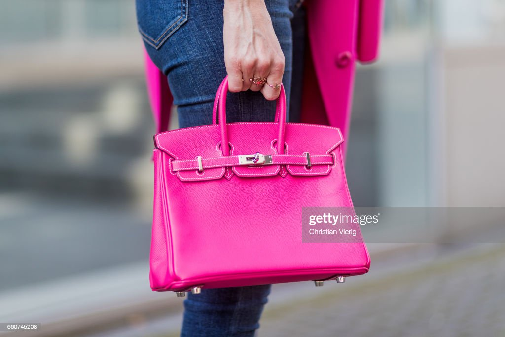 Street Style In Duesseldorf - March 2017 : News Photo
