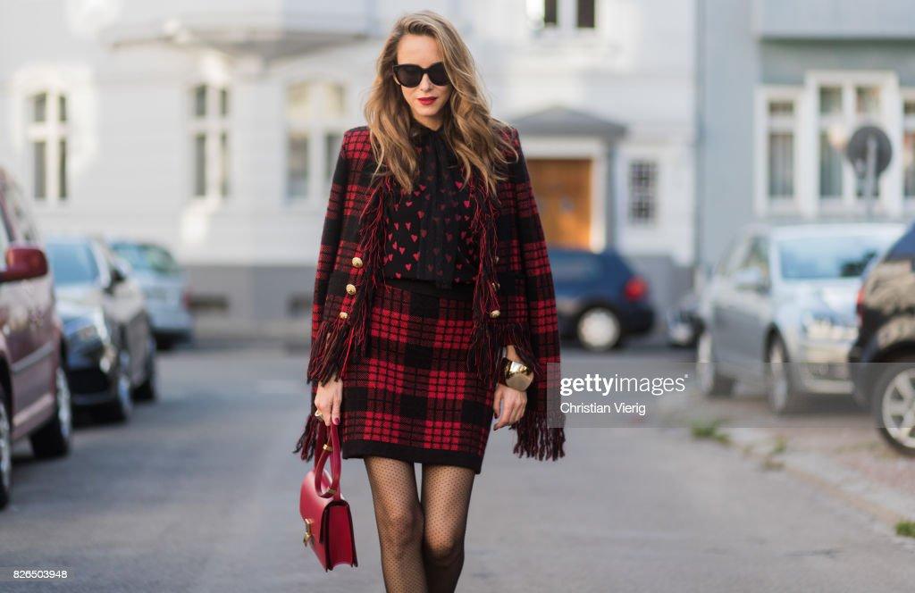 Street Style - Duesseldorf - August 2017 : News Photo