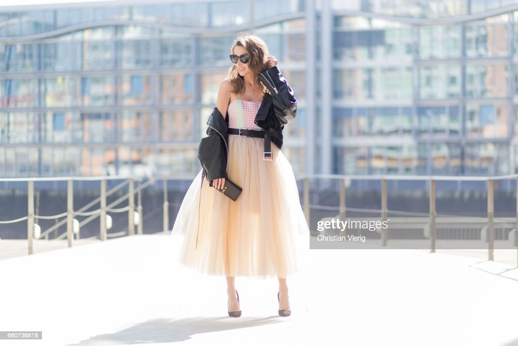 Street Style In Duesseldorf - March 2017 : Photo d'actualité