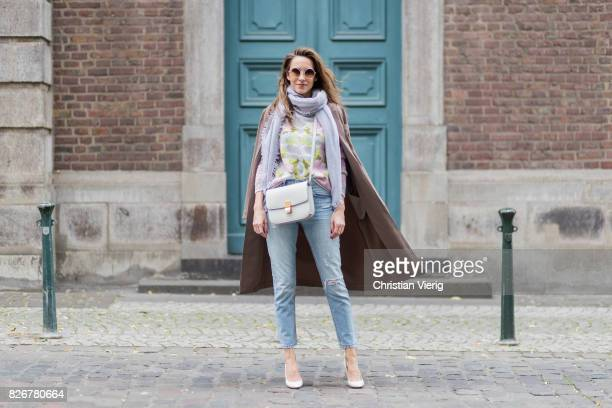 10272b67 Model and fashion blogger Alexandra Lapp wearing colorful cashmere pullover  by Heartbreaker high waist fivepocket 501