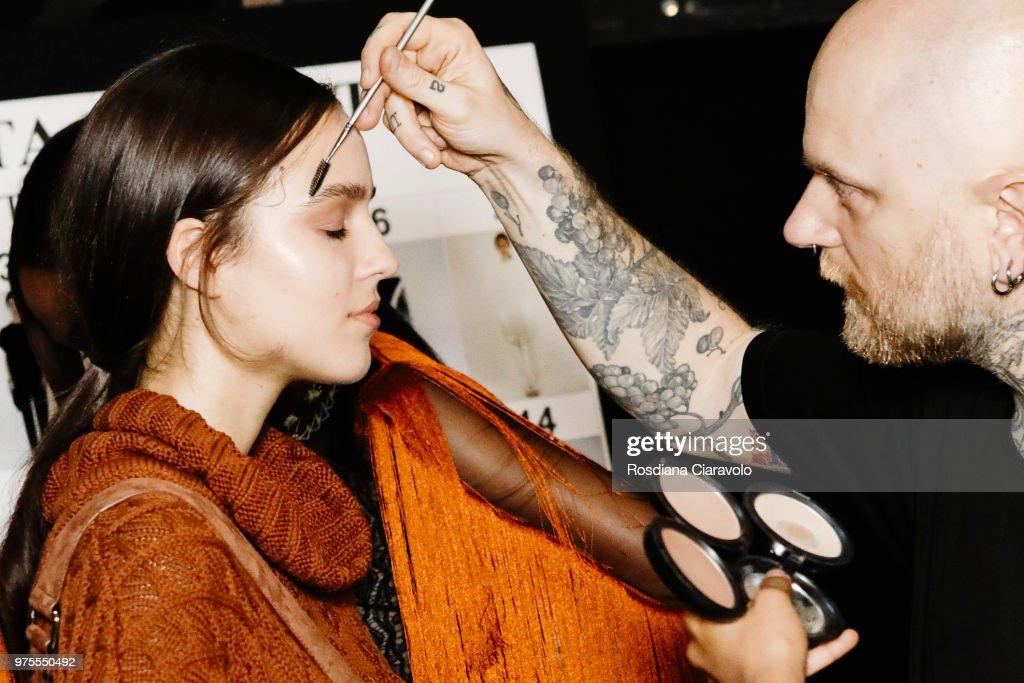 Alberta Ferretti - Backstage - Milan Men's Fashion Week Spring/Summer 2019 : ニュース写真
