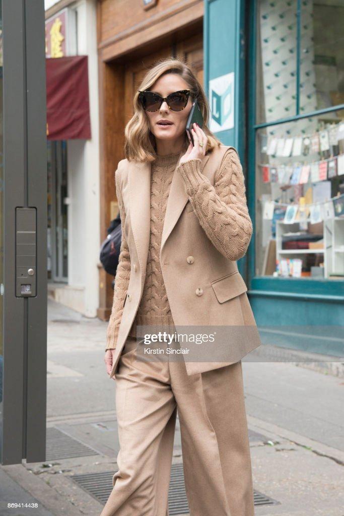 Street Style : Paris Fashion Week Womenswear Spring/Summer 2018 : Day Three : News Photo