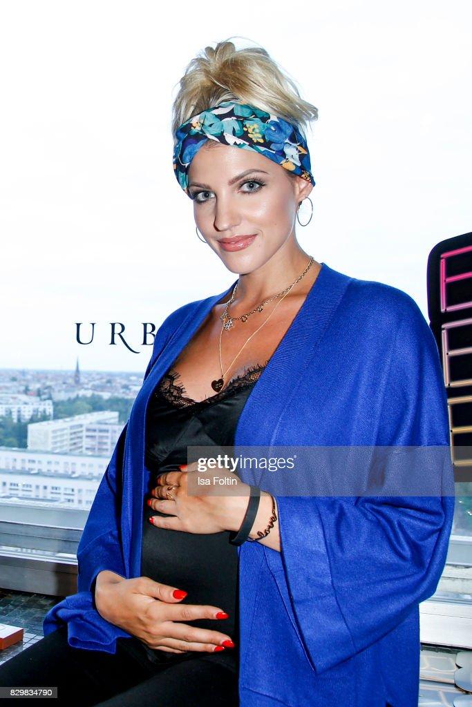 Model an Style-Influencer Sarah Nowak during the Urban