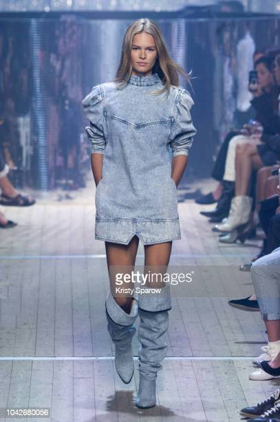 Model Anna Ewers walks the runway during the Isabel Marant show as part of Paris Fashion Week Womenswear Spring/Summer 2019 on September 27 2018 in...
