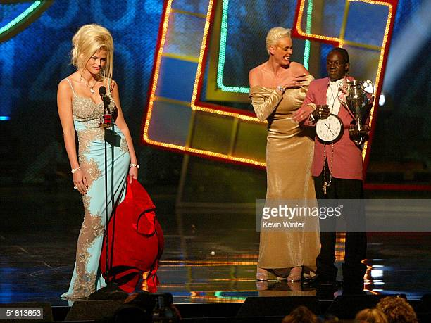 Model Anna Nicole Smith accepts the award for Big Makeover of '04 from Brigitte Nielsen and rapper Flavor Flav onstage at the VH1 Big in '04 on...