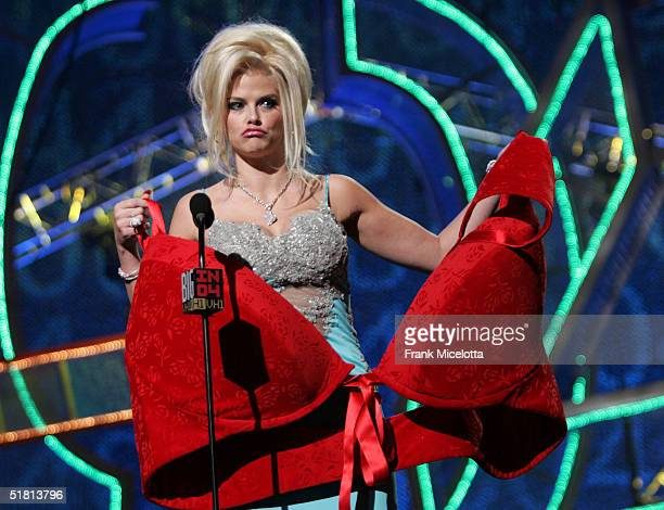 Model Anna Nicole Smith accepts the Big Makeover of 04 Award onstage during the VH1 Big in 04 at the Shrine Auditorium on December 1, 2004 in Los...