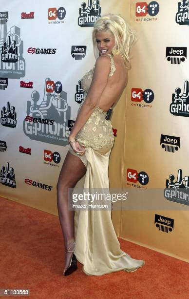 Model Anna Nicole Smith arrives at GPhoria The Award Show 4 Gamers held on July 31 2004 at the Shrine Auditorium in Los Angeles California