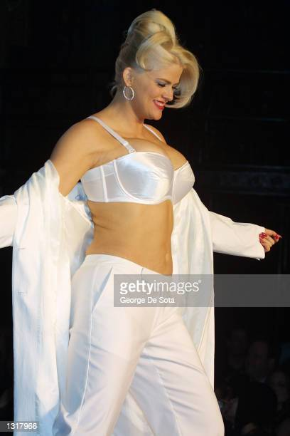 Model Anna Nicole Smith walks down the runway February 5 2001 at the Lane Bryant fashion show at Studio 54 in New York City A Texas judge said July...