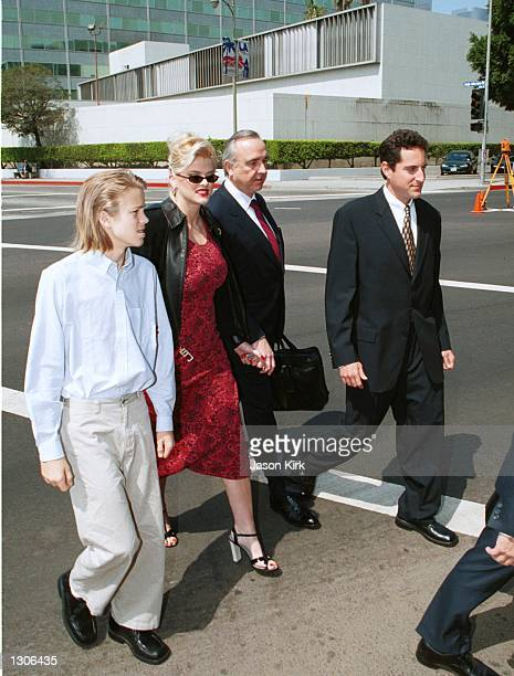 Model Anna Nicole Smith with her son Daniel and her attorneys outside the Los Angeles courthouse July 25 2000 in Los Angeles Ca US District Judge...