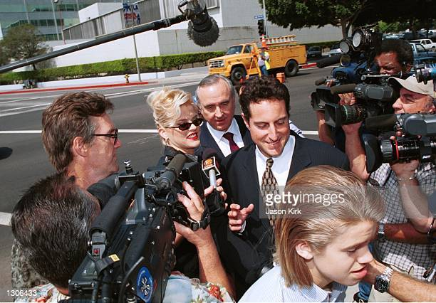 Model Anna Nicole Smith with her son Daniel walk through the crowd outside the Los Angeles courthouse July 25 2000 in Los Angeles Ca US District...