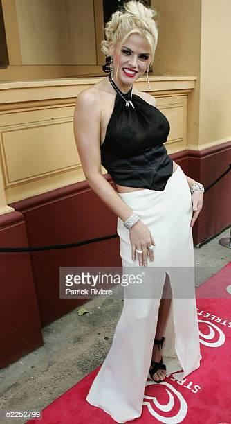 Model Anna-Nicole Smith arrives at the Paddington Town Hall for the NW Oscars Lunch February 28, 2005 in Sydney, Australia.