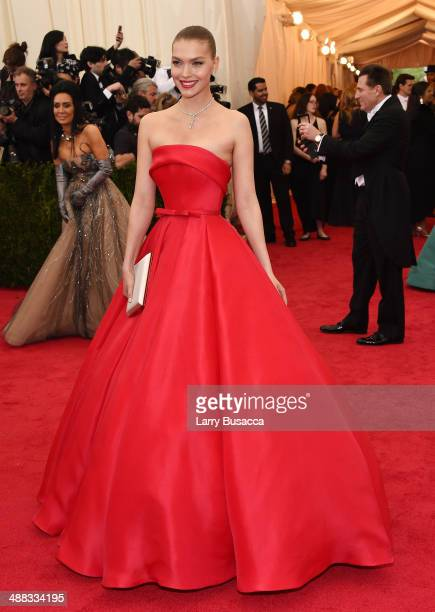 Model Arizona Muse attends the Charles James Beyond Fashion Costume Institute Gala at the Metropolitan Museum of Art on May 5 2014 in New York City