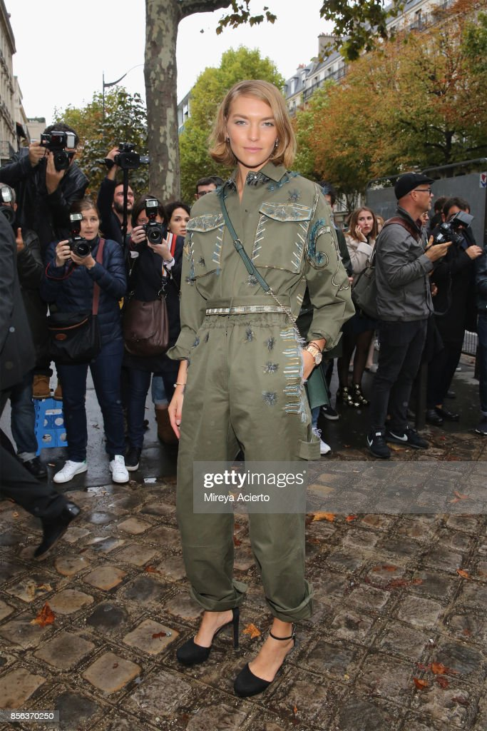 Model, Arizona Muse, attends the Valentino show as part of the Paris Fashion Week Womenswear Spring/Summer 2018 on October 1, 2017 in Paris, France.