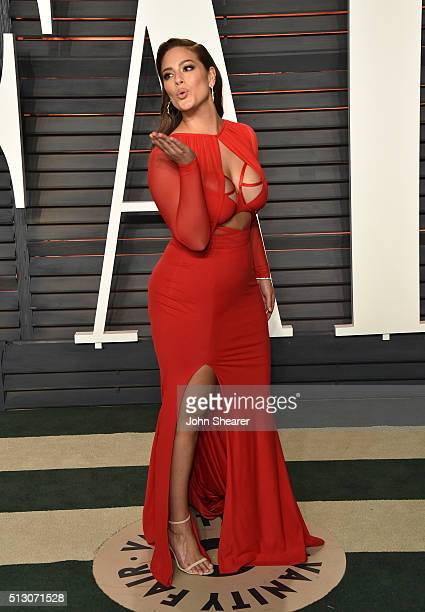 Model Ashley Graham arrives at the 2016 Vanity Fair Oscar Party Hosted By Graydon Carter at Wallis Annenberg Center for the Performing Arts on...