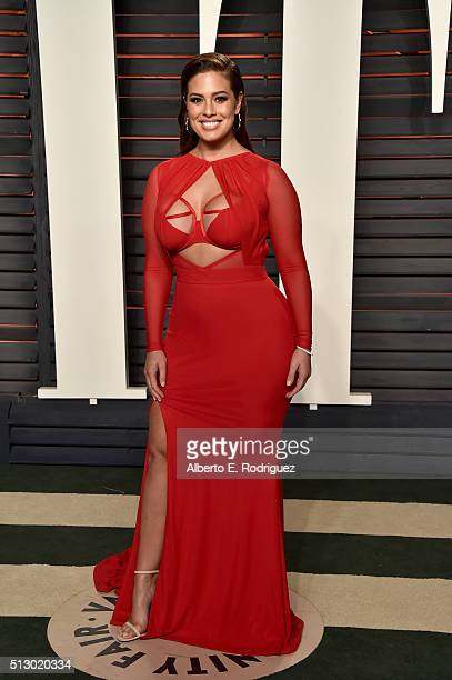 Model Ashley Graham attends the 2016 Vanity Fair Oscar Party hosted By Graydon Carter at Wallis Annenberg Center for the Performing Arts on February...