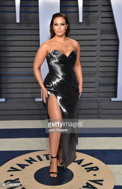 Model Ashley Graham attends the 2018 Vanity Fair Oscar Party hosted by Radhika Jones at Wallis Annenberg Center for the Performing Arts on March 4...
