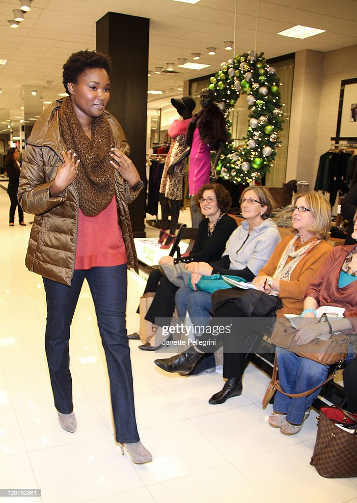 Ready, Set, Pink! Event At Bloomingdale's Roosevelt Field : News Photo