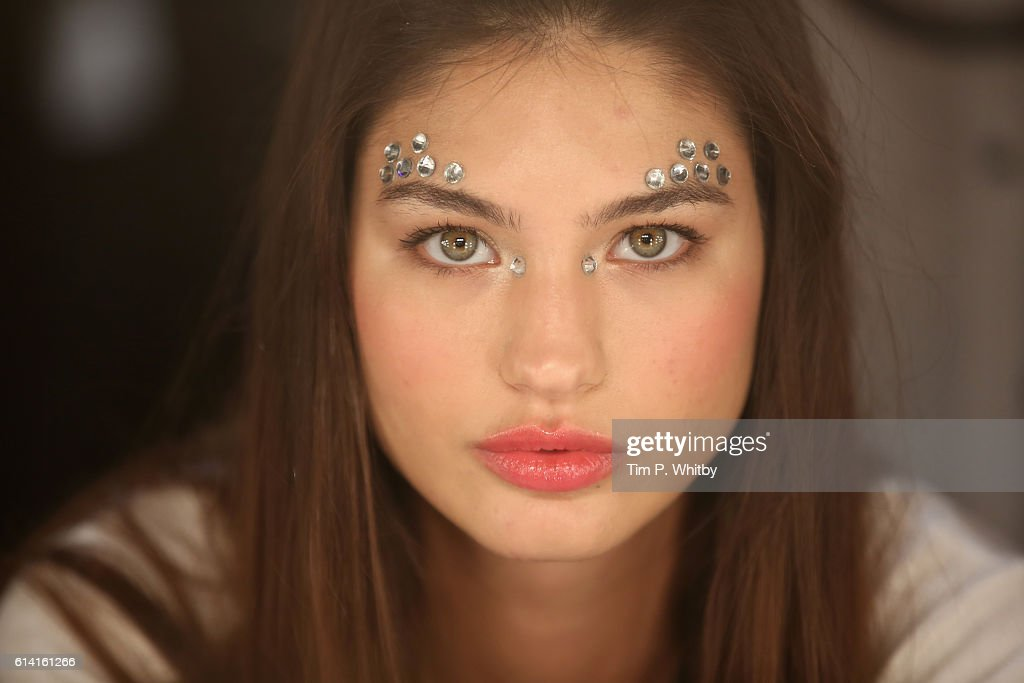 Selma State - Backstage - Mercedes-Benz Fashion Week Istanbul - October 2016 : News Photo