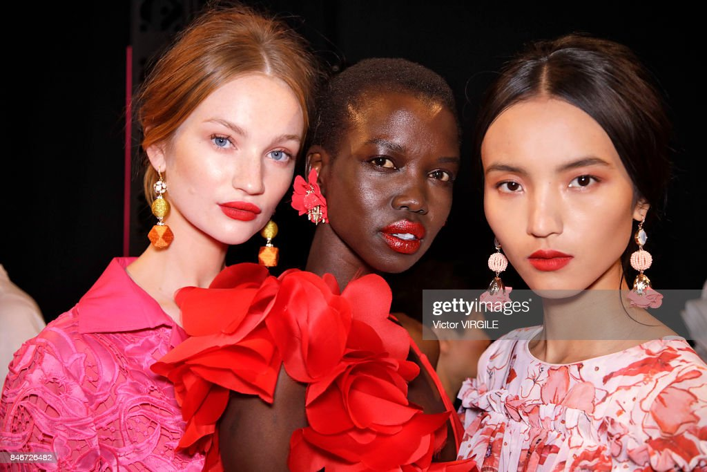 Badgley Mischka - Backstage - September 2017 - New York Fashion Week : News Photo