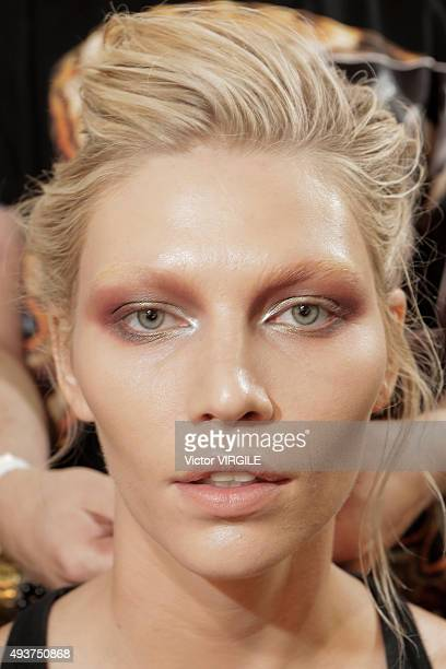 A model backstage at the Helo Rocha during the Sao Paulo Fashion Week Fall/Winter 2016 on October 21 2015 in Sao Paulo Brazil