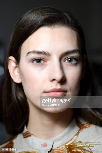 A model backstage at the Roksanda Ready to Wear Spring/Summer 2018 fashion show during London Fashion Week September 2017 on September 18 2017 in...