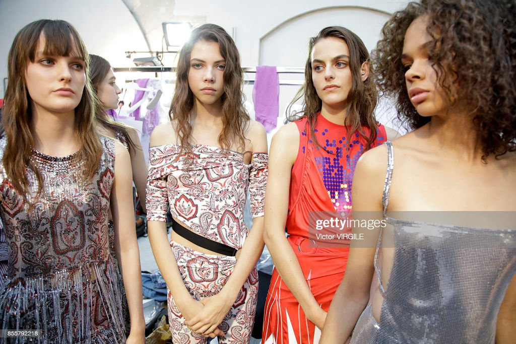 Paco Rabanne : Backstage - Paris Fashion Week Womenswear Spring/Summer 2018 : ニュース写真