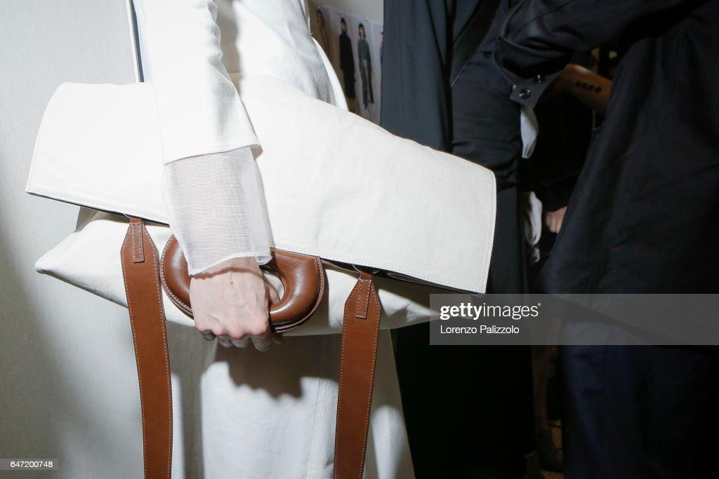 Lemaire: Backstage - Paris Fashion Week Womenswear Fall/Winter 2017/2018 : News Photo
