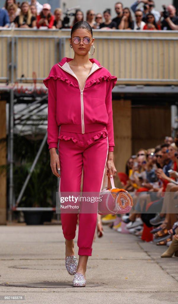 I'Vr Isabel Vollrath - Show - Berlin Fashion Week Spring/Summer 2019 : Nachrichtenfoto