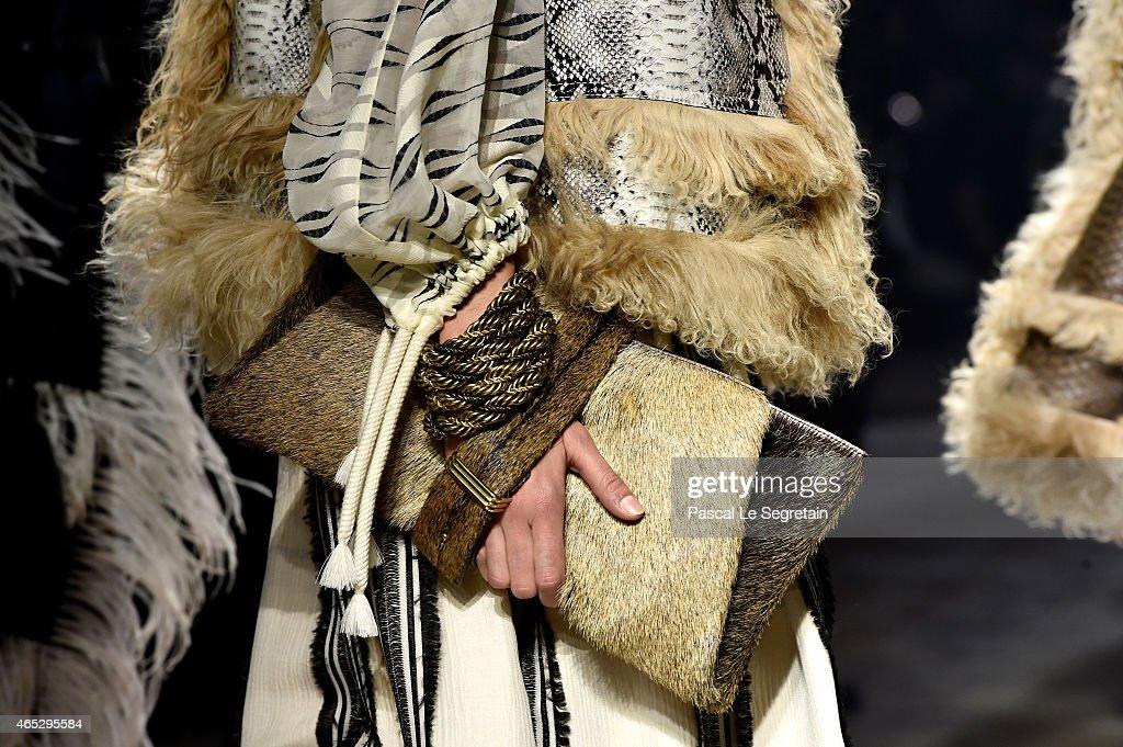 Lanvin : Runway - Paris Fashion Week Womenswear Fall/Winter 2015/2016 : News Photo