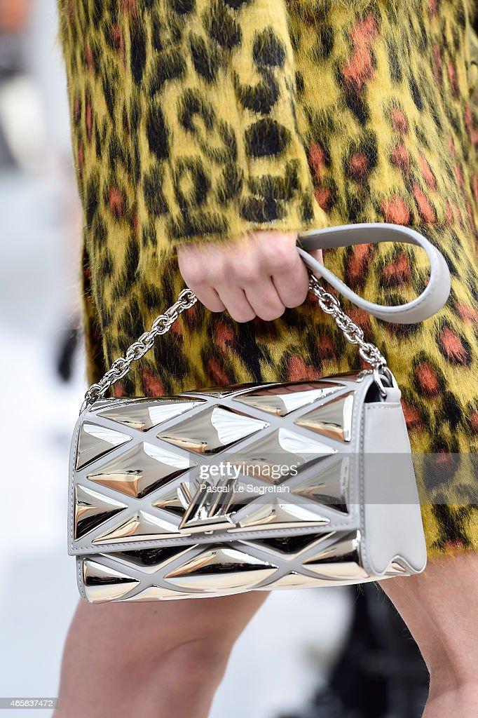 Louis Vuitton : Runway - Paris Fashion Week Womenswear Fall/Winter 2015/2016 : News Photo