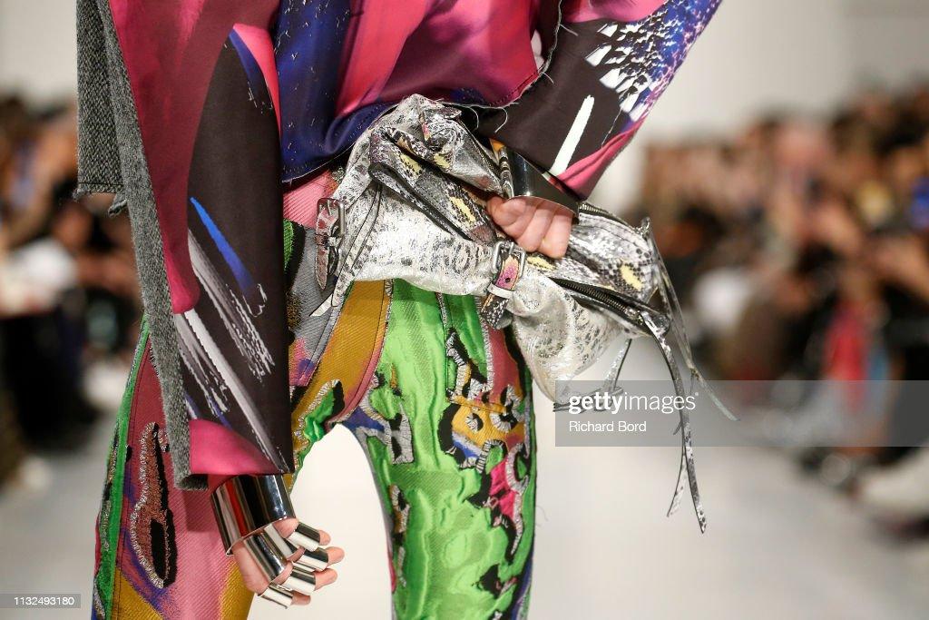 Maison Margiela : Runway - Paris Fashion Week Womenswear Fall/Winter 2019/2020 : ニュース写真