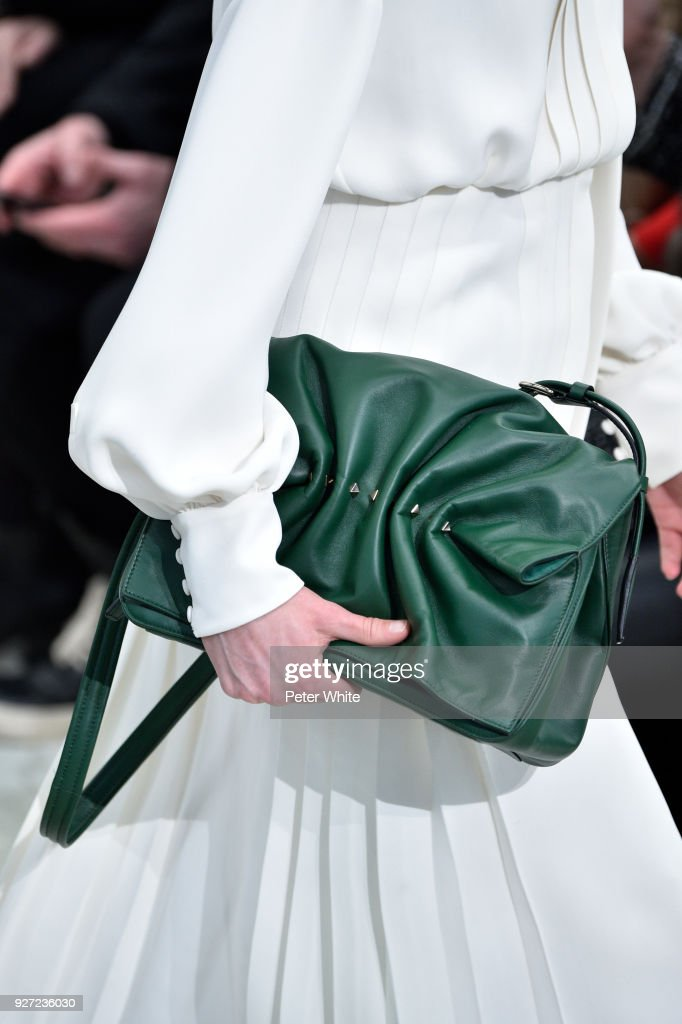 Valentino : Runway - Paris Fashion Week Womenswear Fall/Winter 2018/2019 : News Photo