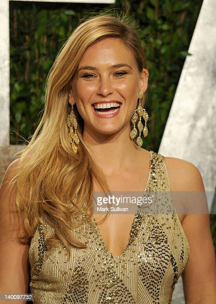 Model Bar Refaeli arrives at the 2012 Vanity Fair Oscar Party hosted by Graydon Carter at Sunset Tower on February 26, 2012 in West Hollywood,...