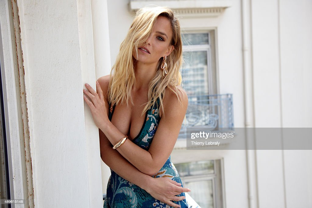 Bar Refaeli, Hello, May 2015