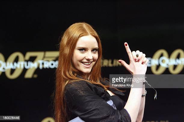 Model Barbara Meier Bei Der 007 Ein Quantum Trost Premiere Im Cinestar Am Potsdamer Platz In Berlin Am 031108