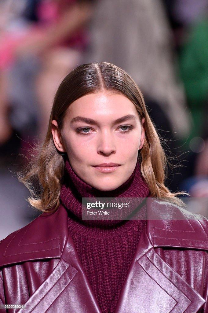 Michael Kors - Runway - February 2017 - New York Fashion Week : News Photo