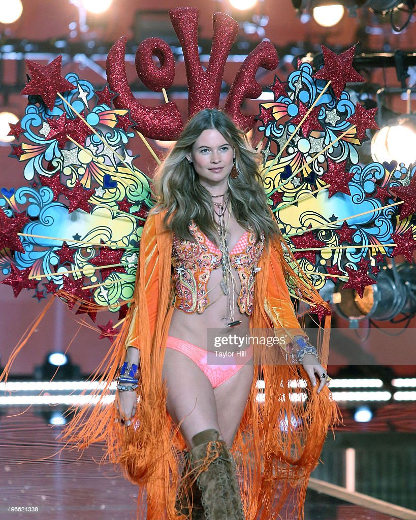 2015 Victoria's Secret Fashion Show - Runway : News Photo