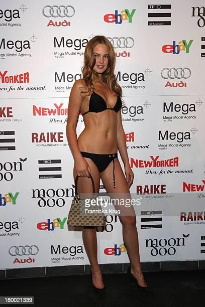 Model Bei Der Sommerparty 'Charity Dance' Der Agentur Mega Models Im Moondoo In Hamburg