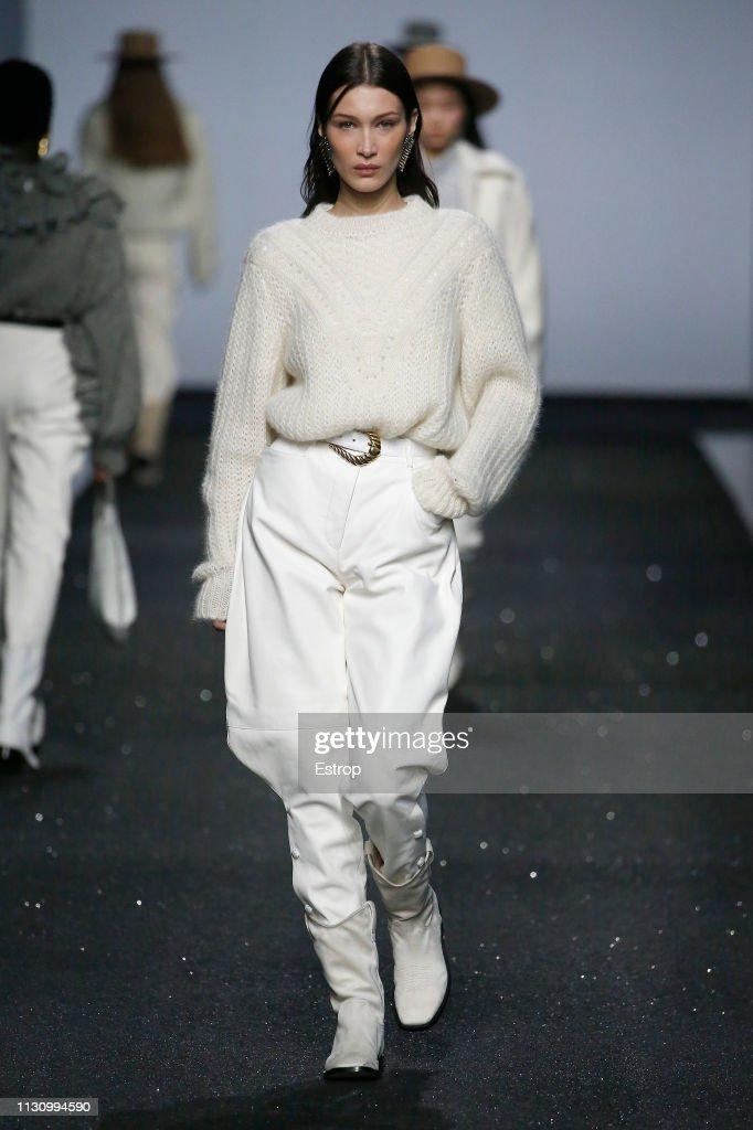Alberta Ferretti - Runway: Milan Fashion Week Autumn/Winter 2019/20 : News Photo