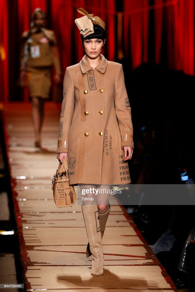 Moschino - Runway - Milan Fashion Week Fall/Winter 2017/18 : News Photo