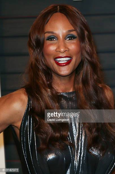 Model Beverly Johnson arrives at the 2016 Vanity Fair Oscar Party Hosted by Graydon Carter at the Wallis Annenberg Center for the Performing Arts on...