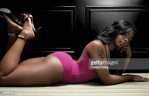Model Buffie The Body poses for portraits